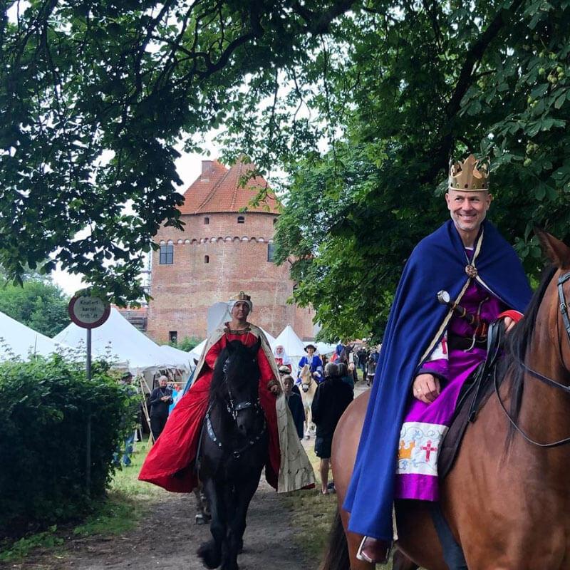 Valdemar Sejr og Dronning Berengaria med følge til Danehofmarkedet -Middelaldermarked og middelalderfestival i Nyborg